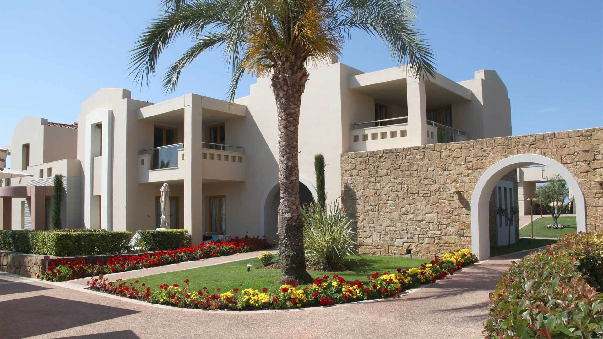 """Sani Resort"" Χαλκιδικής από υλικά ISOMAT"